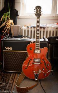 Gitarre von Epiphone und als Zubehör ein Verstärker von Vox